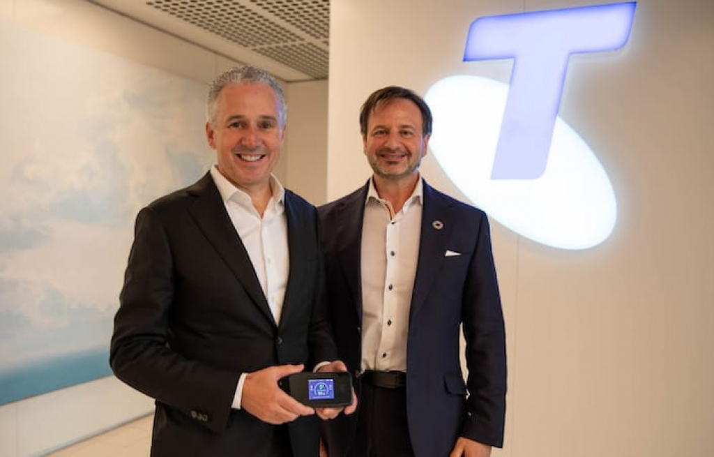 Telstra CEO Andy Penn (L) and Ericsson ANZ head Emilio Romeo