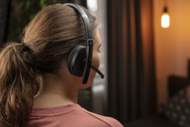 Epos introduces Adapt 200 series headset with all-day comfort and convenience for professionals on the go