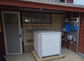Solar panels, battery storage facilitates 'off-grid' lifestyle in rural Victoria
