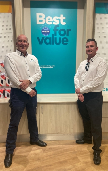 Port Macquarie Chamber of Commerce Executive Officer, Mark Wilson and Optus Territory General Manager for Mid North Coast NSW, Chris Simon